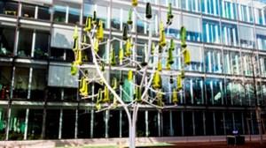 29/01/2016. Genève. Inauguration de l'Arbre à Vent, installé devant la Banque Piguet Galland, à l'angle des avenues Aubert et Peschier. Pierre Abensur/Tamedia
