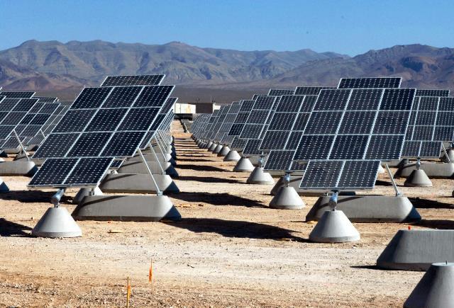 -placas-solares-en-el-desierto-de-mojave