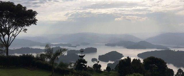 Vistas del lago Bunyonyi desde la cima de una colina cercana (Kabale, Uganda - 2016). Foto ONU/MjG