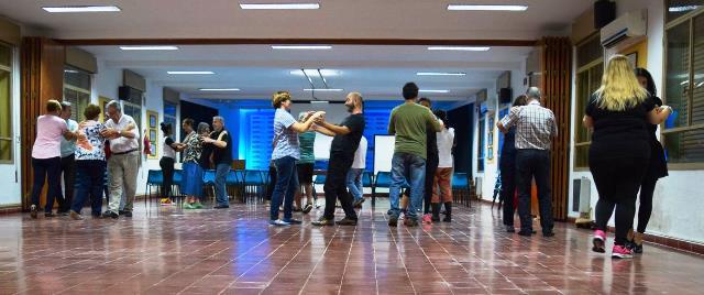 Bailar tango ayuda a preservar la salud