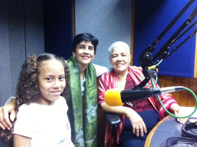 Gabriela Delgado y Lorenza Guzmás junto a Marisela Valero en el estudio.Foto Francisco Gil