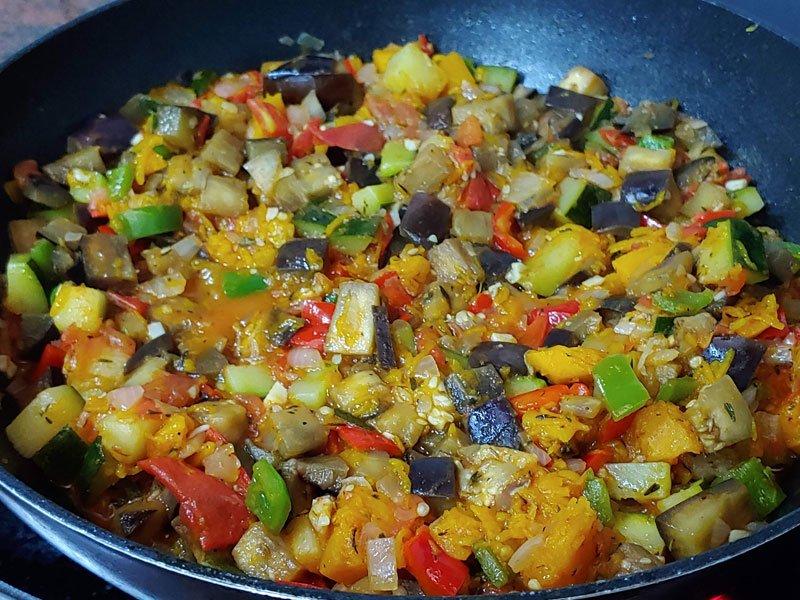 Ratatouille comida de verduras y quinoa