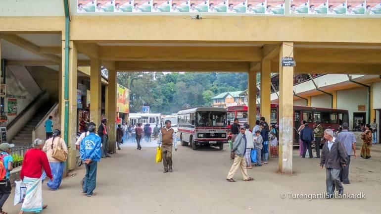 Busstationen i Nuwara Eliya, er et knudepunkt for offentlige busser i alle retninger af Sri Lanka