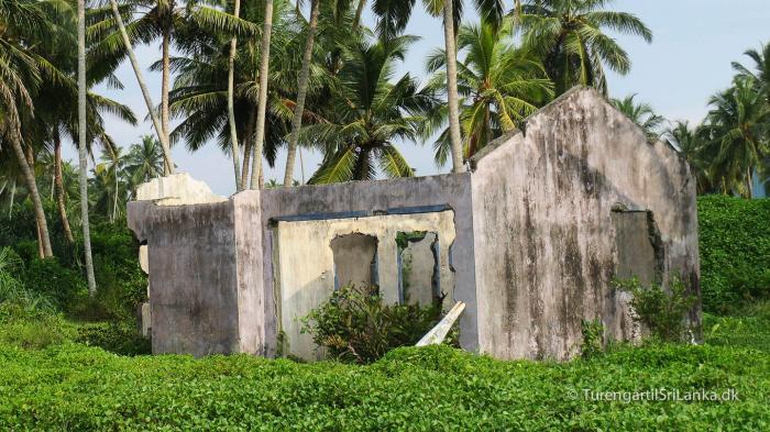 Mange steder ser man stadig ruiner efter tsunamien i 2004