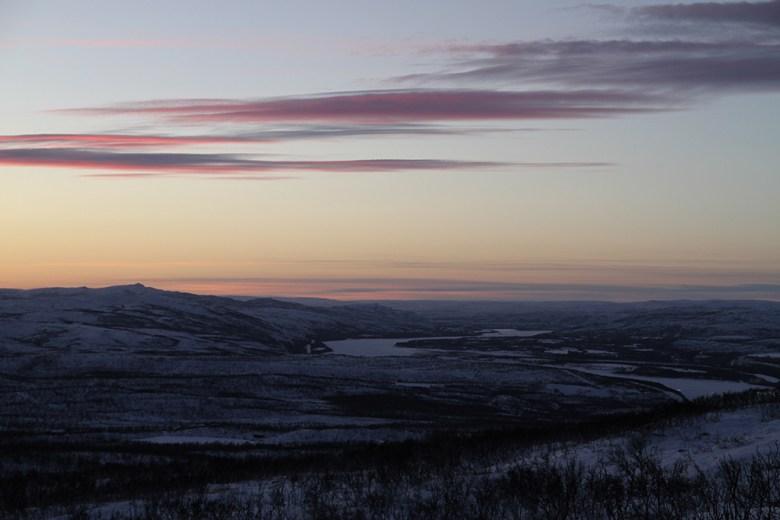 Utsikt oppover Tanaelven mot Horma, Polmak og Finland