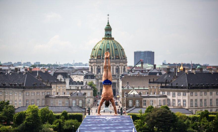 Tårnspringskonkurrence fra Operaen i København. (Foto: RedBull Contentpool/Woco)