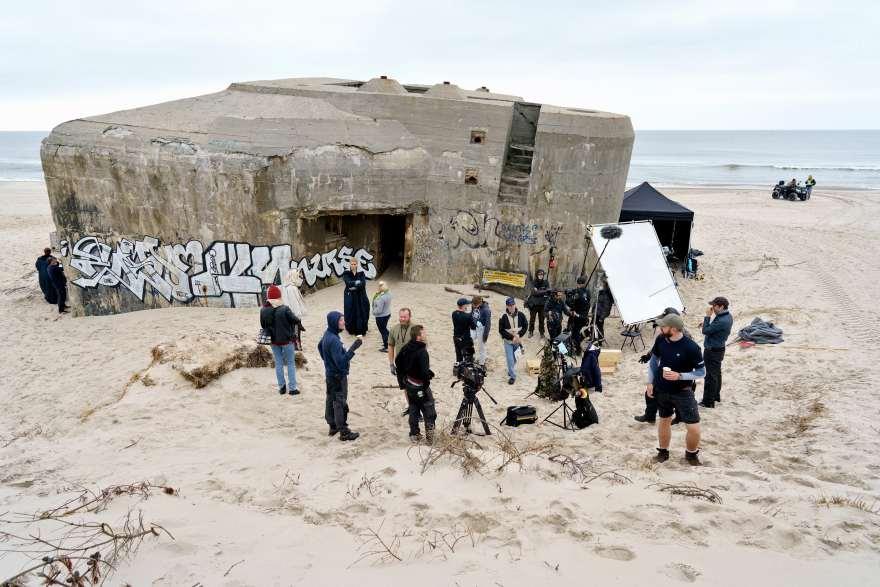 Optagelserne til Hvide Sande fandt sted on-location - og det betød bl.a. cirka 5000 overnatninger til crewet. Foto: Martin Dam Kristensen/TV 2 Foto: Martin Dam Kristensen/TV 2