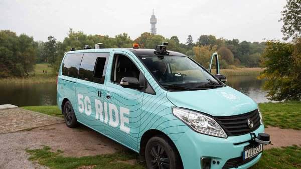 Test af selvkørende bus i Djurgården. (Foto: Telia)