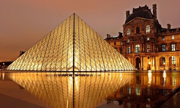 piramide do louvre