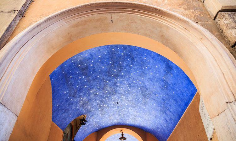 arco do ceu com estrelas, segredos de roma