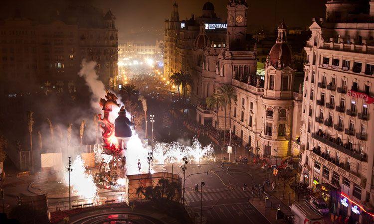 las falleras, festa mais tradicional de valencia na espanha