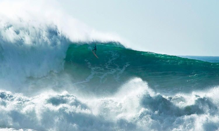 famosas ondas gigantes de nazare