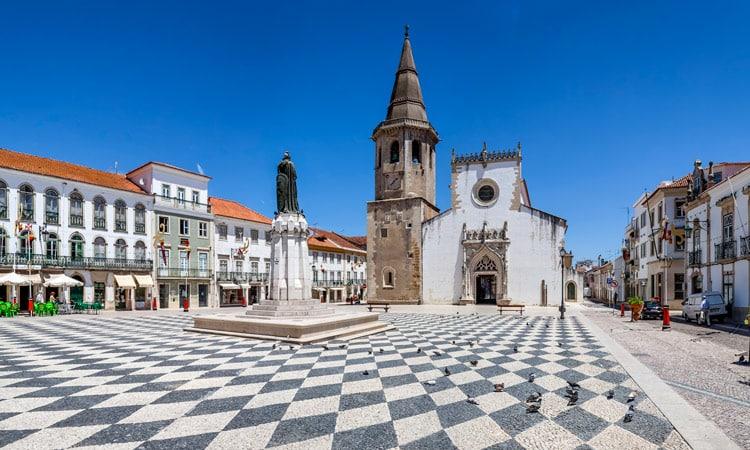 praca da republica tomar em portugal