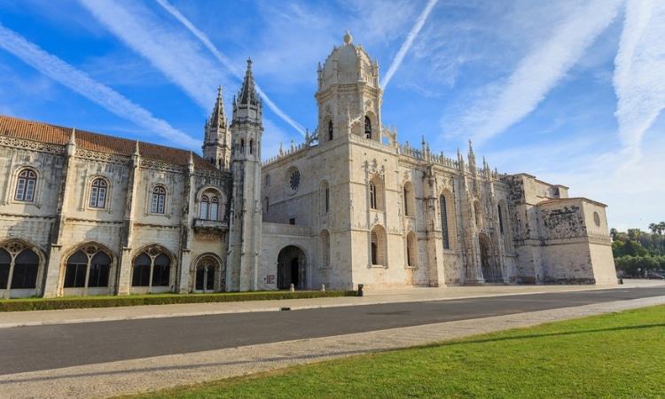 igreja mosteiro dos jeronimos em lisboa
