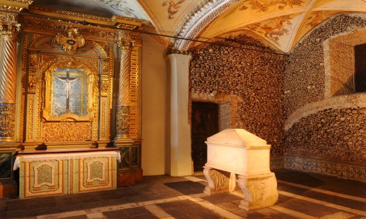 interior capela de ossos