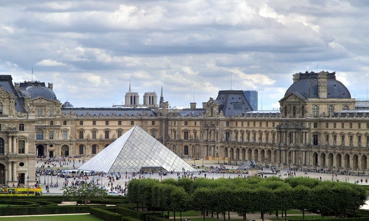 visitar o museu do louvre
