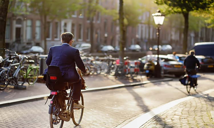 Bicicleta e transporte público em Amsterdam