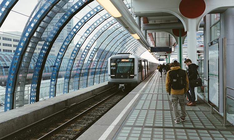 Metrô em Amsterdam