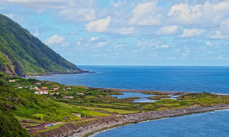 fajã dos cubres nos açores para turismo de aldeia em portugal