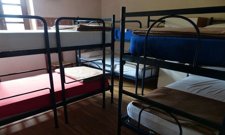 Saiba se ficar em hostel na Europa é seguro