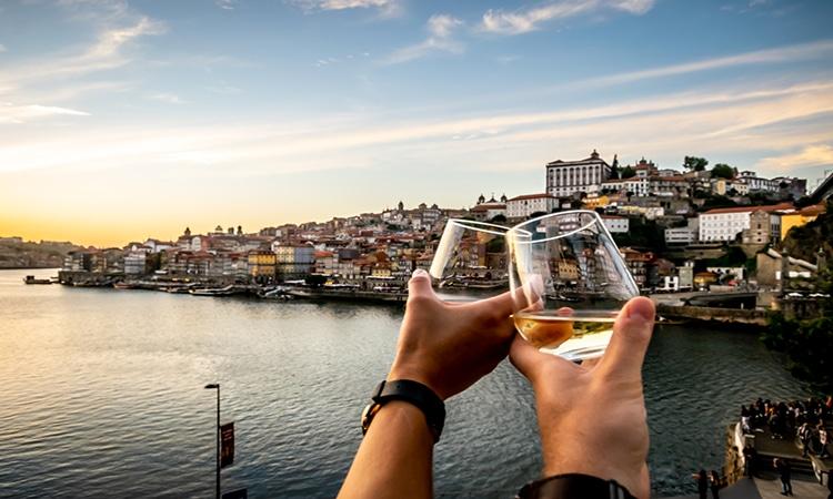 brinde em restaurante em portugal