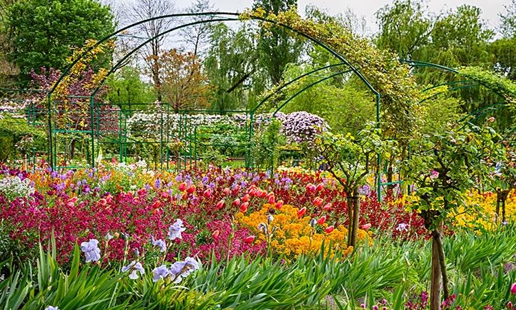 jardim de giverny na primavera