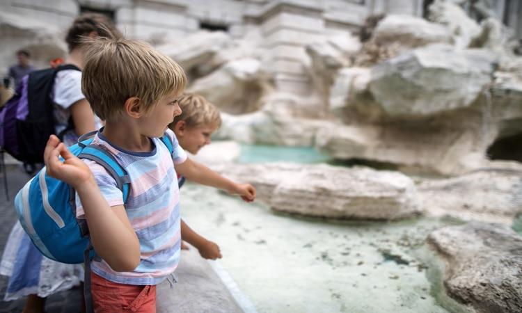 Fontana di Trevi com crianças