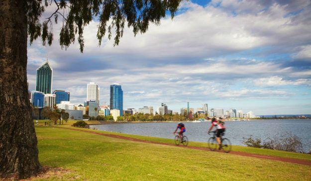 PERTH, AUSTRALIA. Se trata de una de las áreas metropolitanas más aisladas del Planeta: la ciudad más cercana es Adelaida, y se encuentra a más de 2.100 kilómetros. El petróleo y la minería son los dos grandes motores de Perth. Aquí el nivel de vida es altísimo.