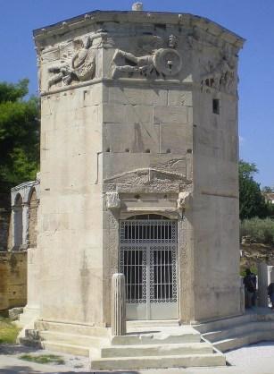 La Torre de los Vientos está en el centro de Atenas. A esta torre de 12 metros de altura y casi 8 metros de diámetro, también se la conoce como El Reloj de Andrónico