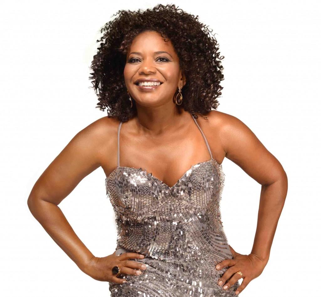 A cantora Margareth Menezes promete agitar o réveillon em Sauípe (Divulgação)