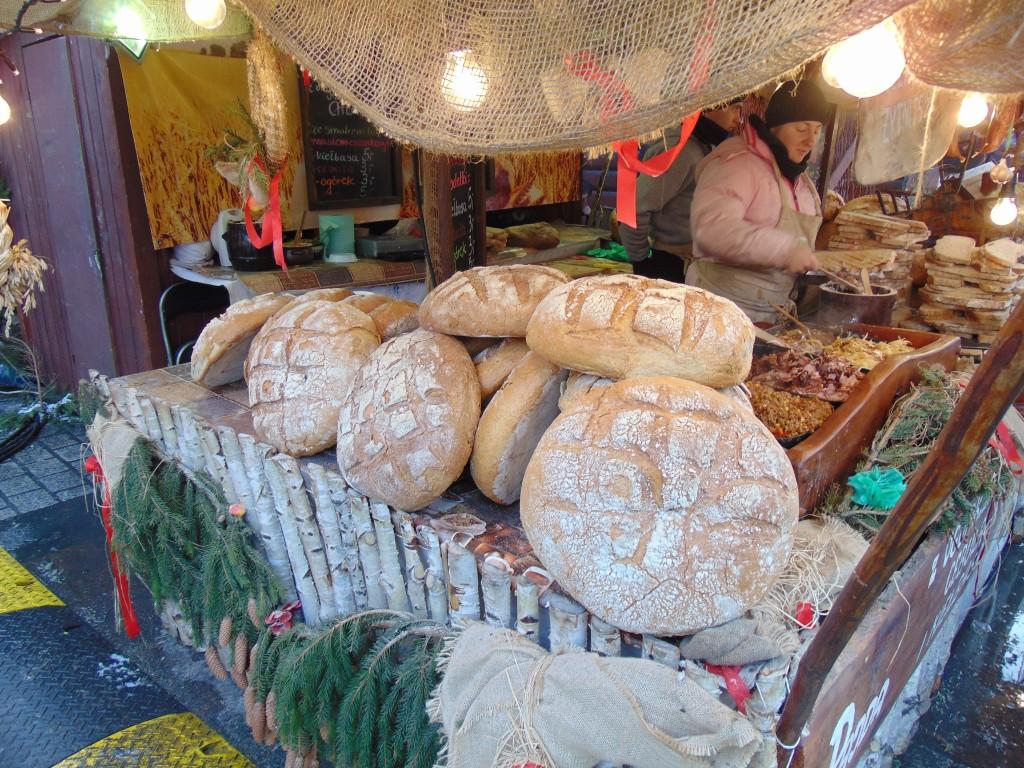 Barraca de pães e comidas típicas no Mercado Municipal: Dezen elogia a gastronomia polonesa