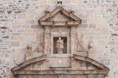 Hornacina de entrada a la Basílica de la Encina