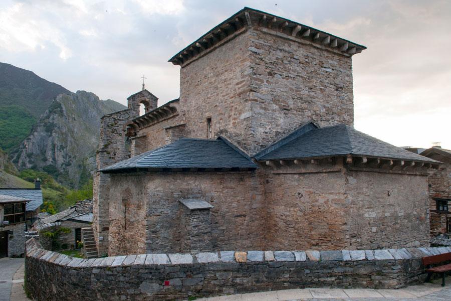 Iglesia mozárabe de Santiago de Peñalba