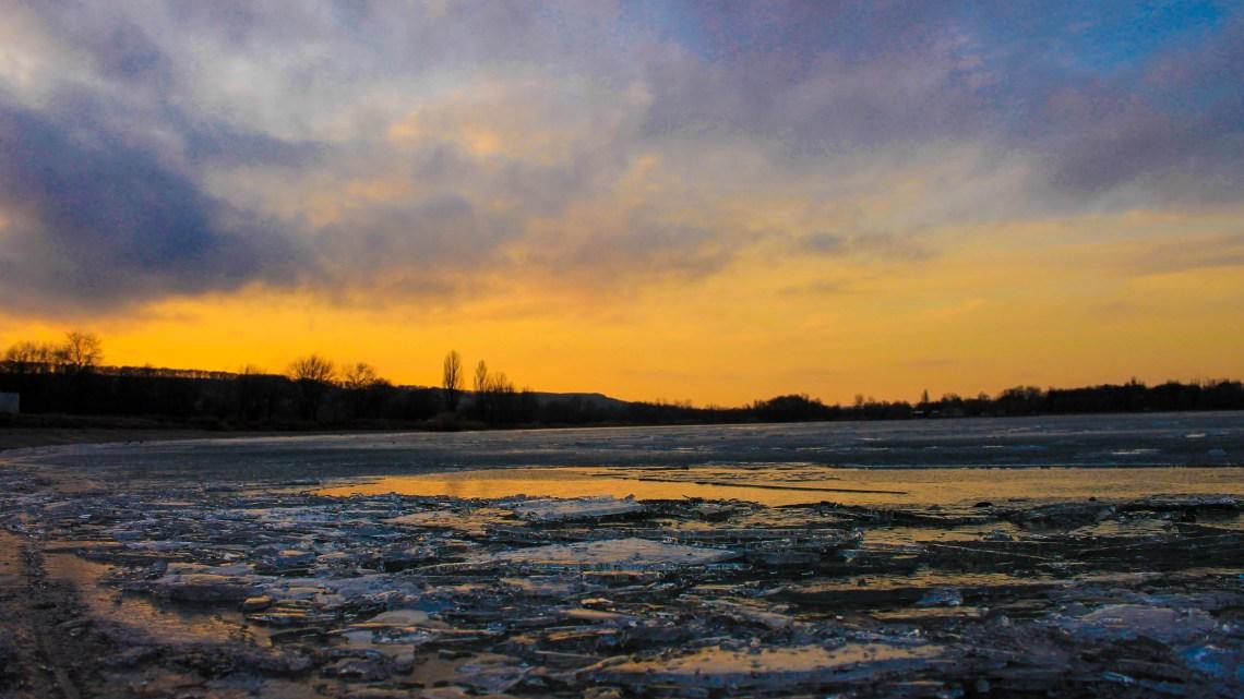 Новопятигорское озеро. Зимняя сказка в городе