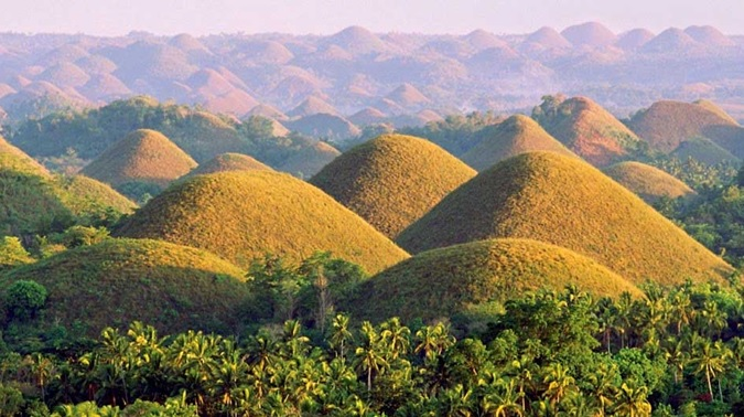 Bohol's Chocolate Hills (photo by www.boholchronicle.com.ph) | Turista Boy
