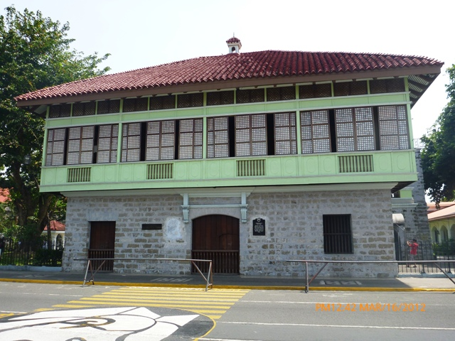 Rizal Shrine in Calamba, Laguna (photo by www.pinoydaytripper.blogspot.com) | Turista Boy