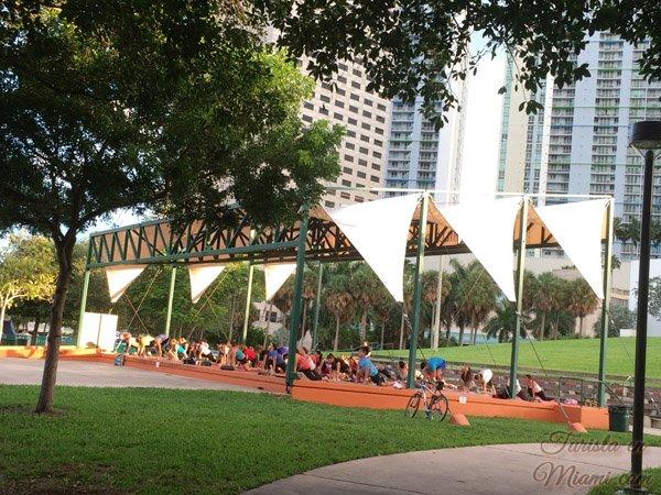 Yoga free en Bayfront Park Miami