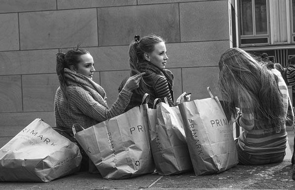 Viajar en grupo para hacer compras. Foto: Georgie Pauwels