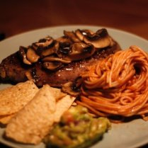 steak-with-mushroom-and-spaghetti-765082