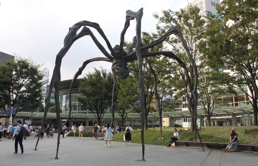 Roteiro de 3 dias em Bilbao: escultura de Louise Borgeouis.