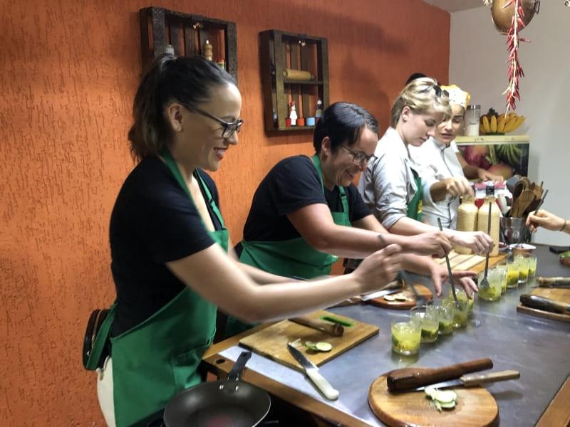 Cook in Rio: how to prepare caipirinha