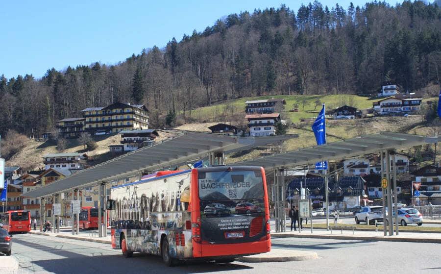 Konigssee e o ônibus que faz o trajeto Berchtesgaden - Schonau.