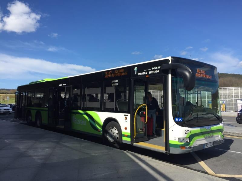 Ônibus circular que faz o trajeto entre o aeroporto e o centro de Bilbao.