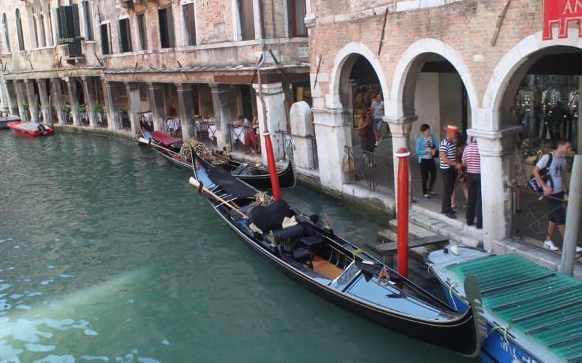 Gôndolas turísticas em Veneza