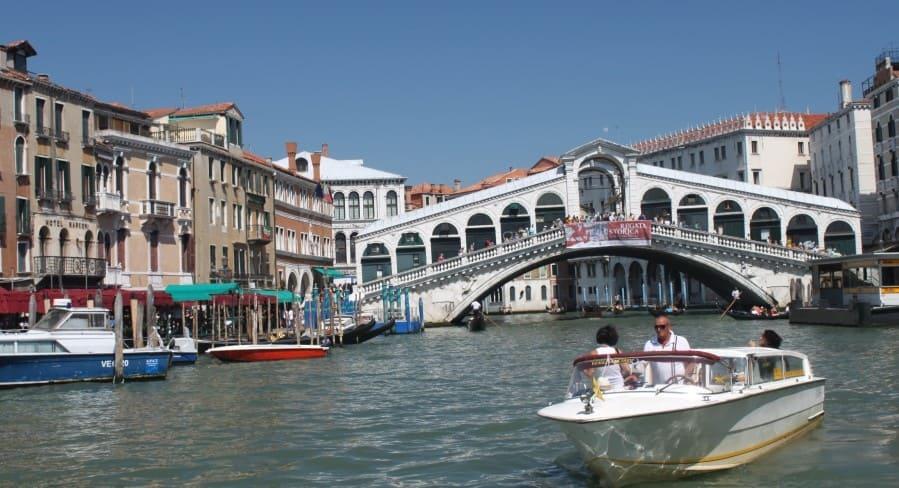 Ponte Rialto: a ponte mais famosa de Veneza.