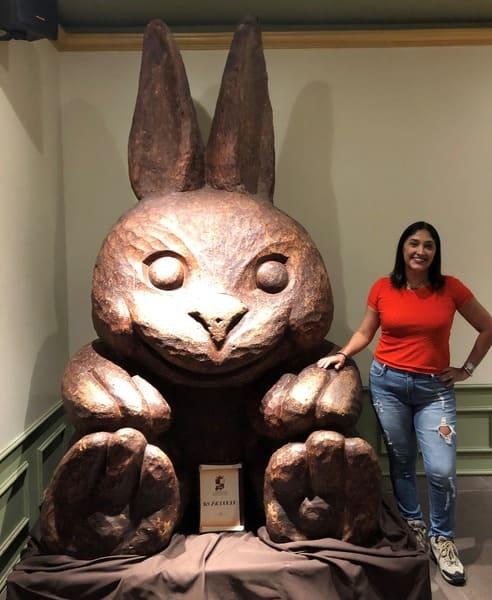 O Reino do Chocolate em Gramado possui uma escultura de coelho elaborada com 250 quilos de chocolate.
