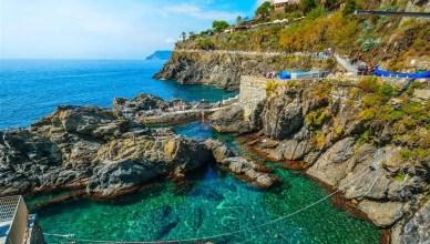 As trilhas em Cinque Terre, litoral Ligure italiano