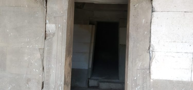 входа на гробницата на Жаба могила