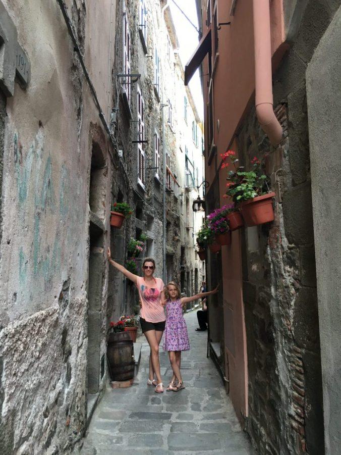 Cinque Terre - vernazza streets1