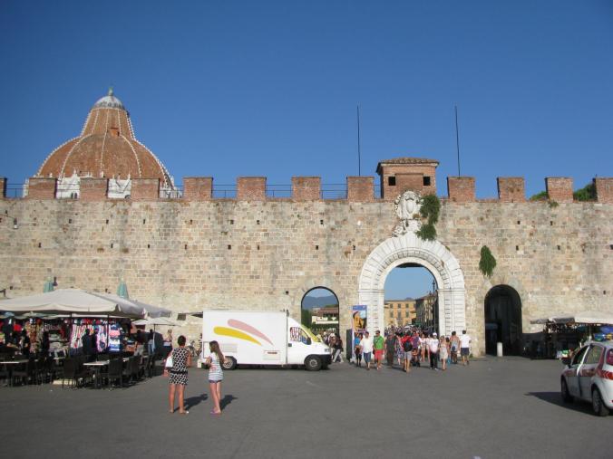 Pisa - entrance